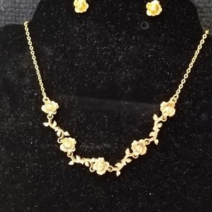 2pc. Gold necklace with earring.
